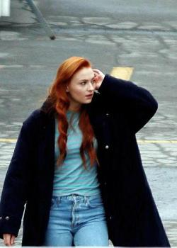 ... e Jean Grey no set.