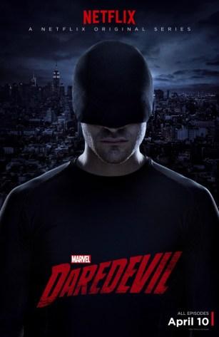O herói em seu uniforme negro.