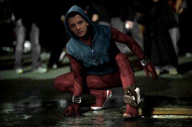 Montagem de uma versão caseira do Homem-Aranha com o rosto do ator Asa Butterfield.