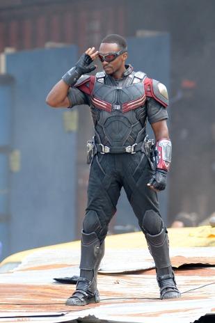 O novo uniforme do Falcão: agora com o Asa Vermelha à tiracolo?