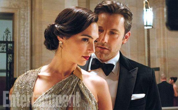 Diana Prince e Bruce Wayne saberão que são Mulher-Maravilha e Batman.