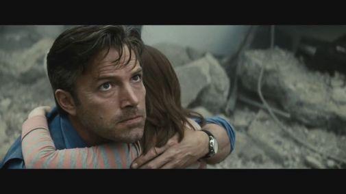Bruce Wayne em meio à destruição de Metropolis: ódio ao Superman.