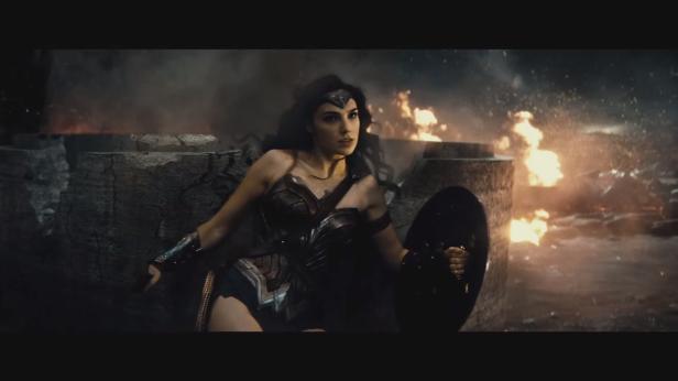 Mulher-Maravilha no trailer de A Origem da Justiça.