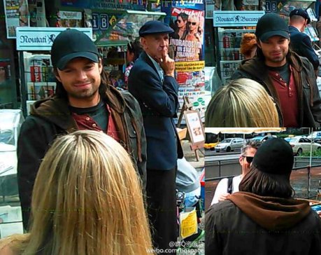 Sebastian Stan na filmagem em Berlin: mesma roupa!