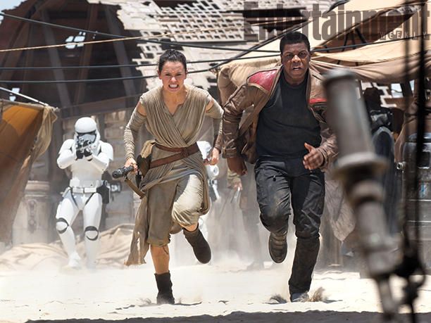 Star-Wars-VII official finn and rey running