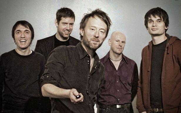 O Radiohead, com Thom Yorke (centro) e Jonny Greenwood (dir.).