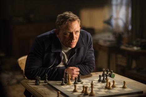 Daniel Craig novamente entrega um James Bond mais profundo e emocional: tiro certeiro.