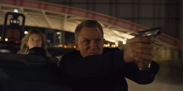 007 spectre bond with gun first plane