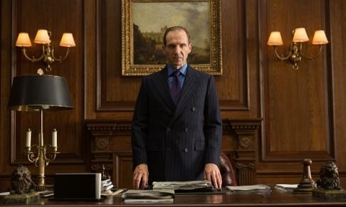 Ralph Fiennes como M.