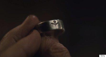 O anel da SPECTRE: ligações com o passado.