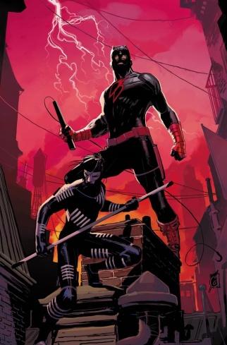 O Demolidor com uniforme negro ao lado de Blindspot. Arte de Ron Garney.