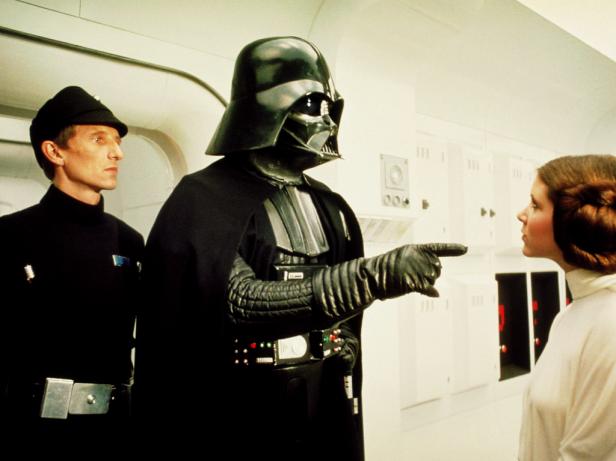 Vader aprisiona Leia na primeira cena de Uma Nova Esperança. De volta?