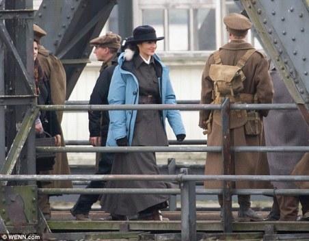 Fotos das filmagens, com Diana e soldados, ...