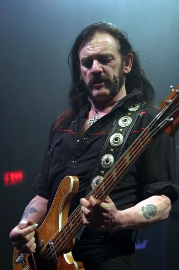 Lemmy ao vivo em foto recente: problemas de saúde.