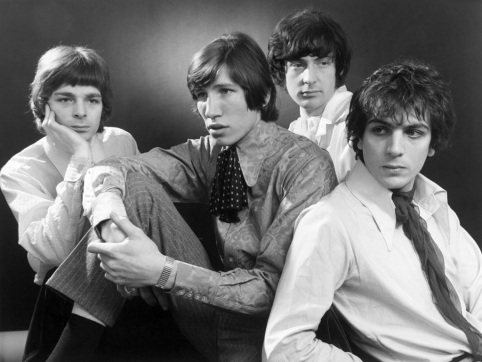 Syd Barrett (dir.) ao lado do Pink Floyd em 1967: heróis da era psicodélica.