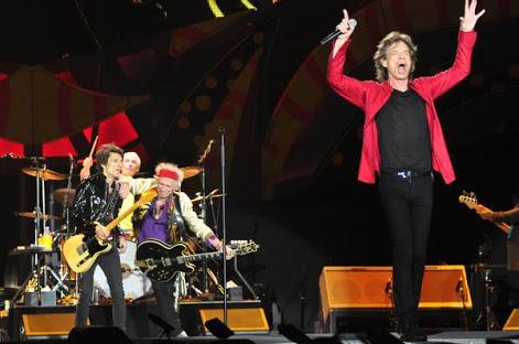 Jagger à frente: mestre de cerimônias.