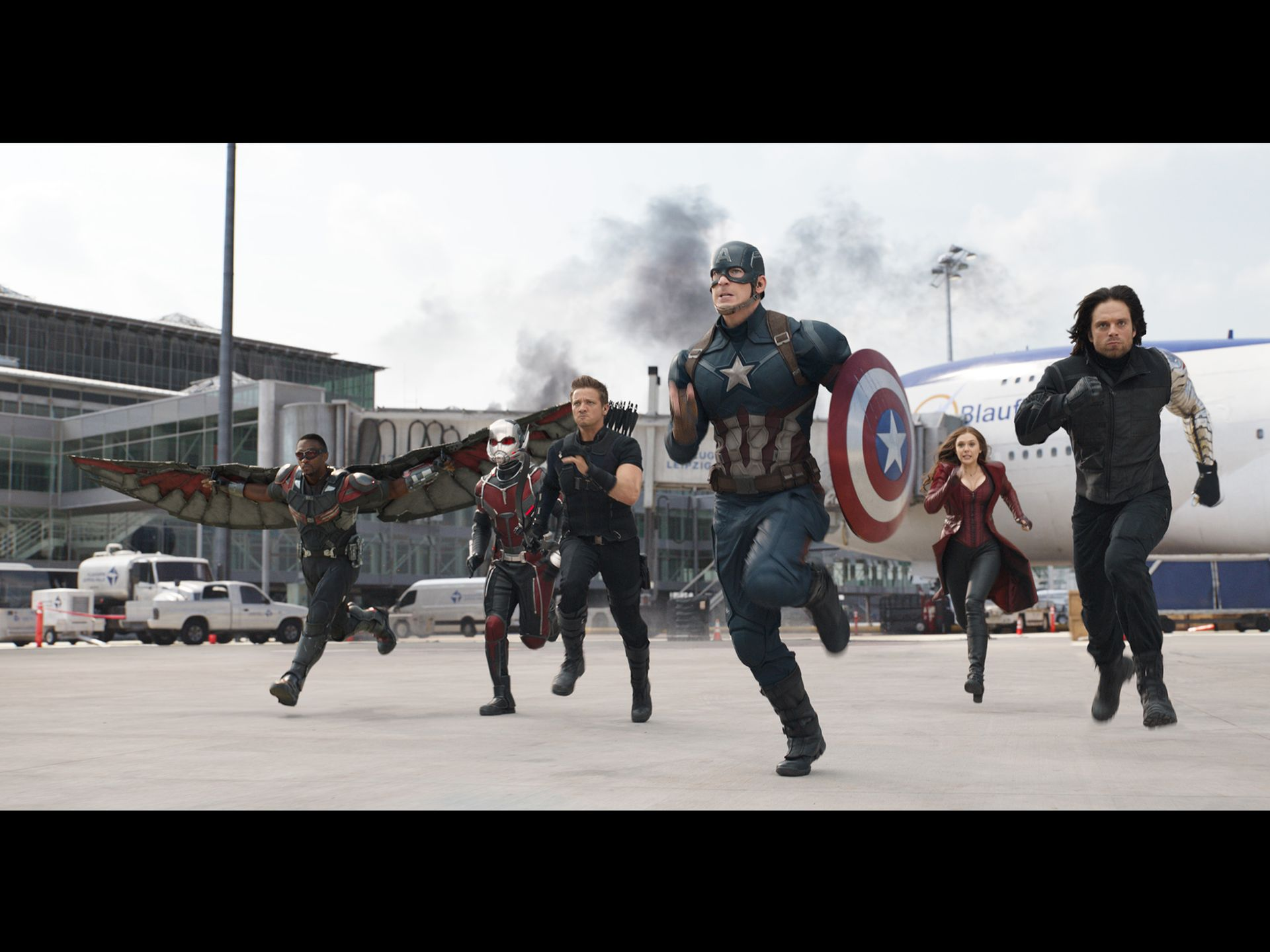 civilwar trailer team cap running in the airport