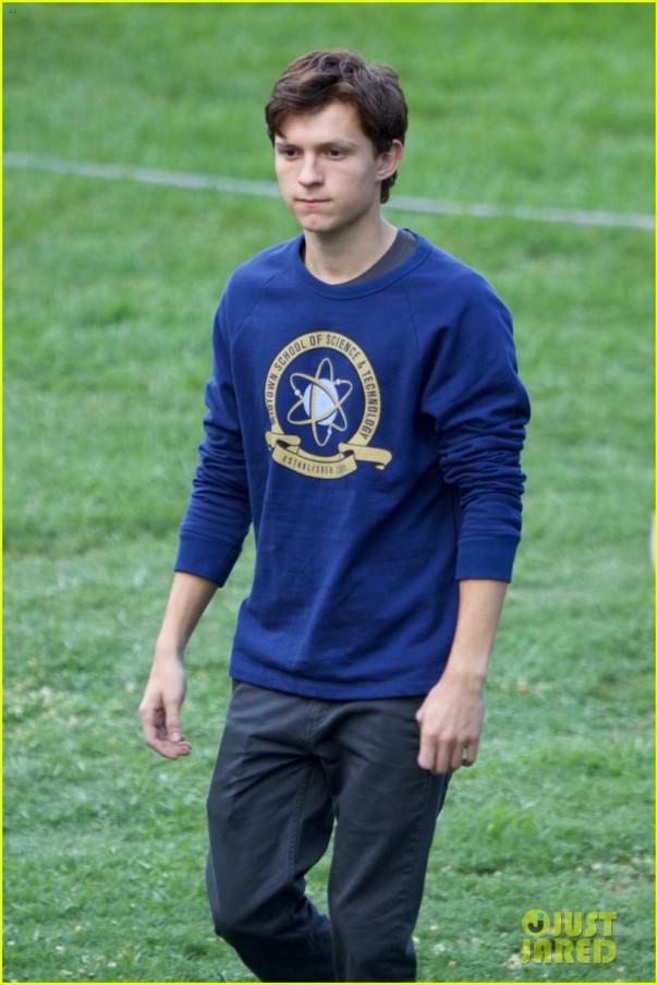 Tom Holland como Peter Parker nas filmagens de Homecoming.