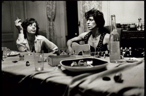Jagger e Richards compõem em Nellcote, na França.