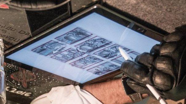 Detalhe da imagem mostra Slade Wilson, o Exterminador, sem máscara.