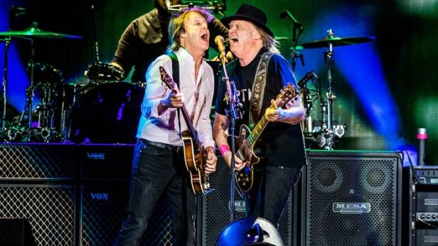 Paul McCartney e Neil Young juntos no Desert Trip Festival.