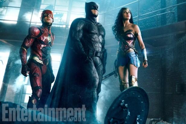 Nova imagem de Liga da Justiça. com Flash, Batman e Mulher-Maravilha.