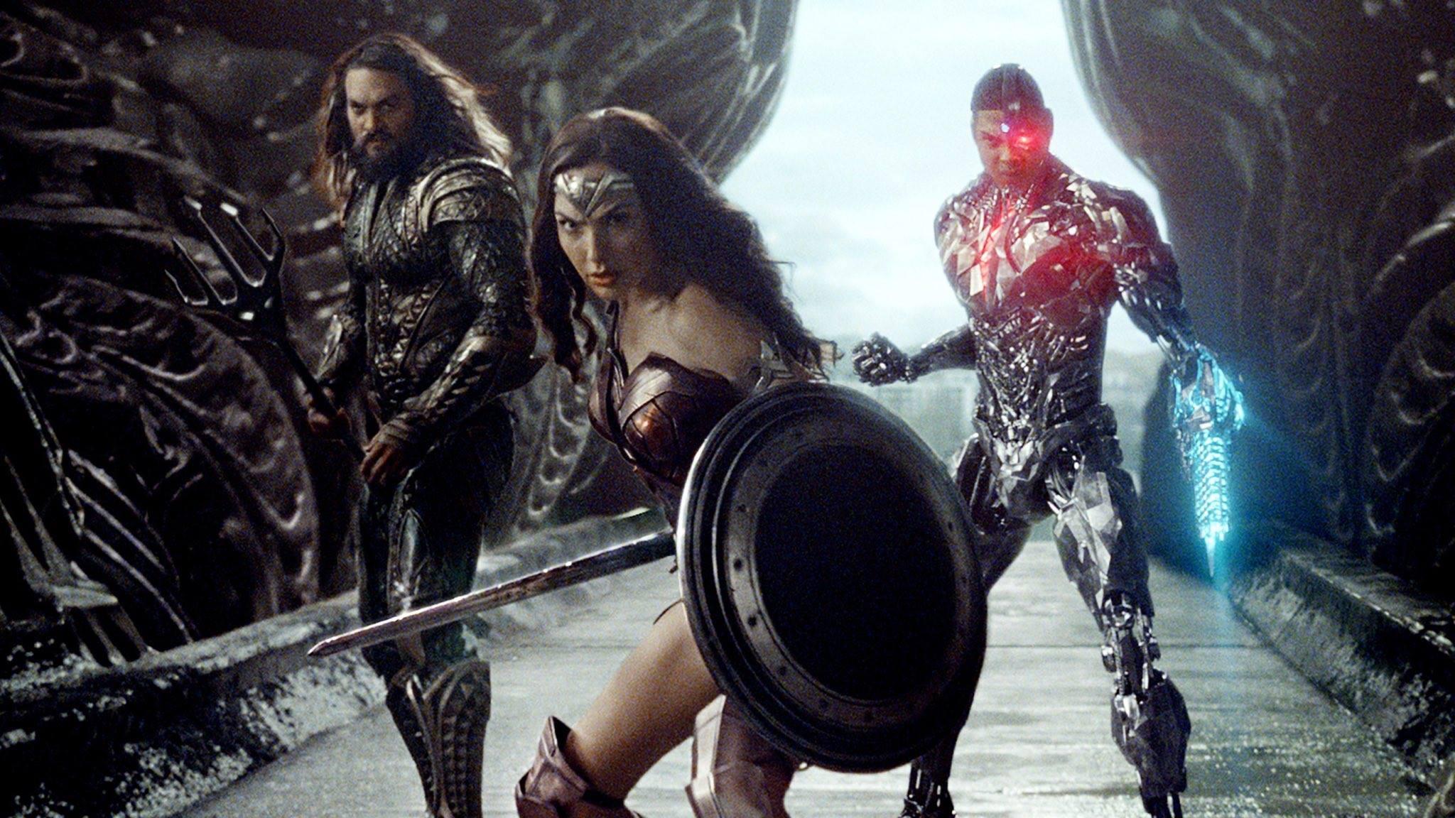 Aquaman, Mulher-Maravilha e Ciborgue em imagem oficial.