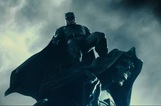 justice-league-trailer batman on the gargole