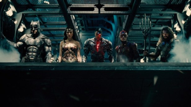 justice-league-trailer flying fox ship