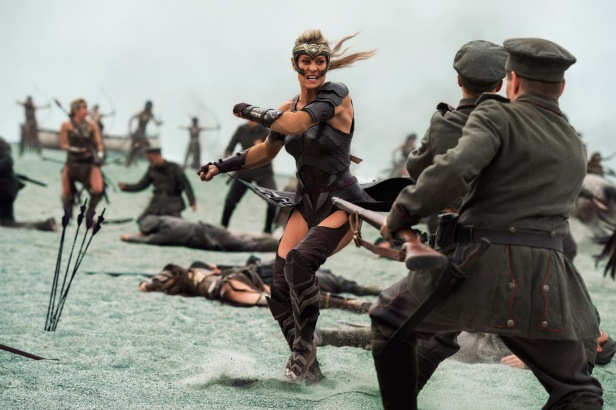 wonder woman movie antiope fighting against germany soldiers