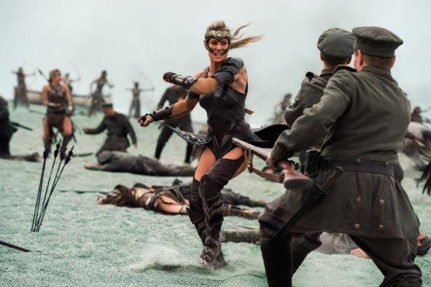 wonder woman movie antiope fighting against germany soldiers