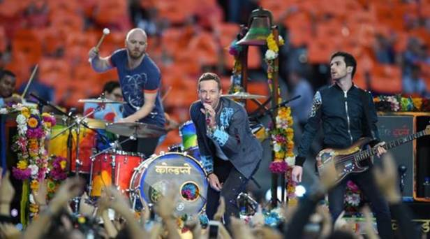 coldplay on stage with too much colours