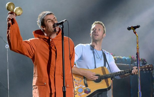 Liam-Gallagher-Chris-Martin-920x584