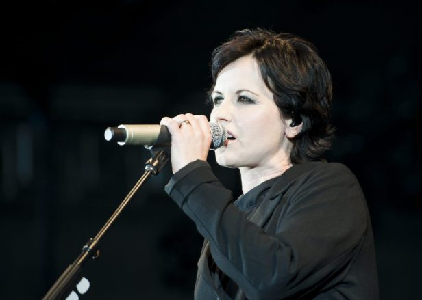 The_Cranberries dolores oriordan singing