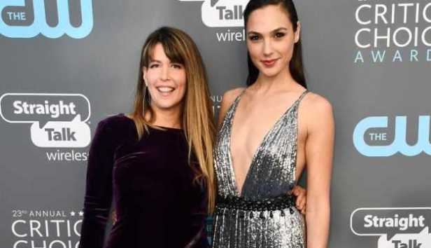 wonder woman patty jenkins and gal gadot at critics choics awards
