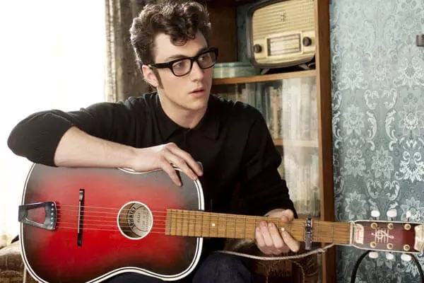 john lennon by aaron johnson in nowhere-boy (guitar scene)