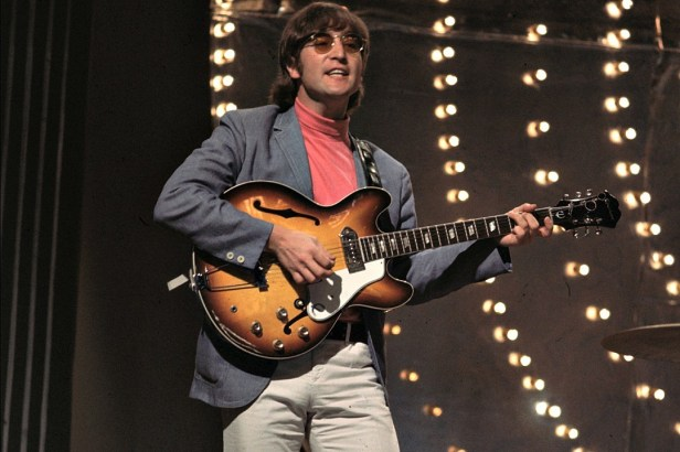 John-Lennon plays guitar in paperback writer