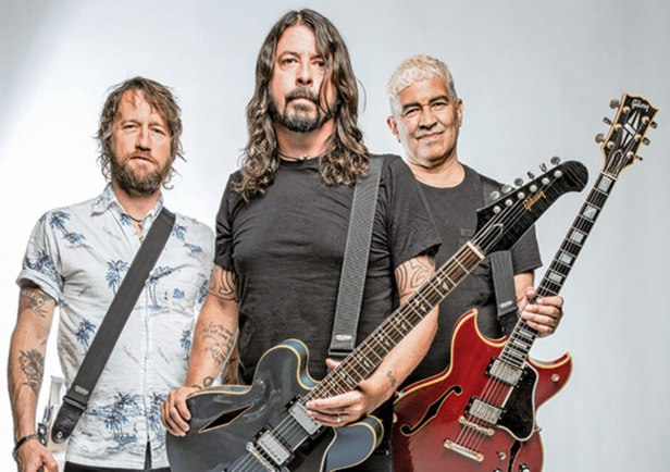 foo-fighters-three-ax-attack-chris-shiflett-dave-grohl-and-pat-smear