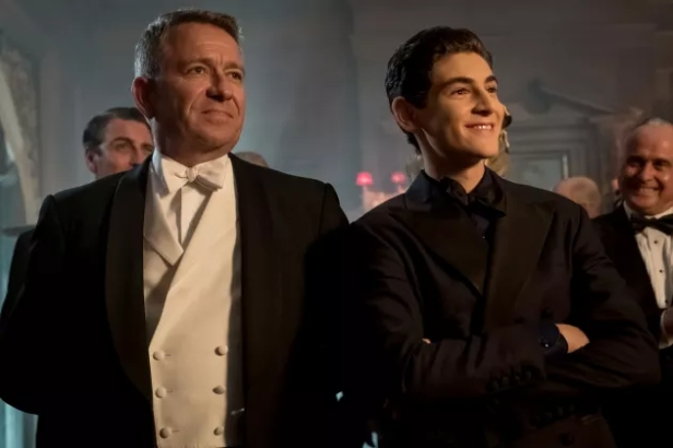 gotham alfred and bruce 4 season