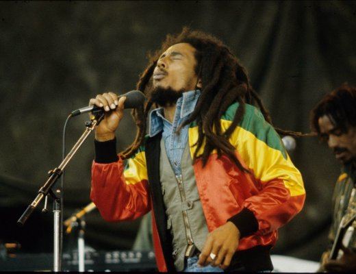 Bob-Marley singing 2
