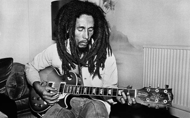 bob_marley with guitar
