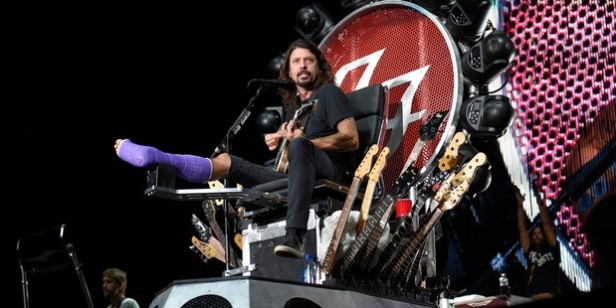 dave-grohl-throne-1-med