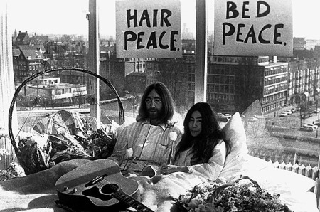 john-lennon-and-yoko-onos-bed-in-1969-2