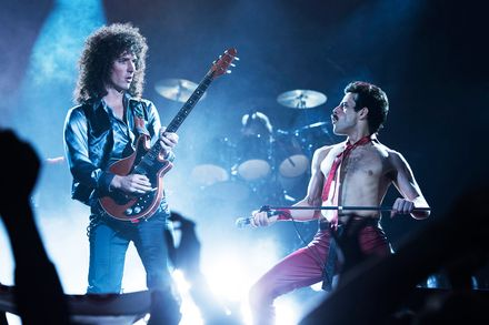 BOHEMIAN-RHAPSODY brian may and freedie mercury on stage